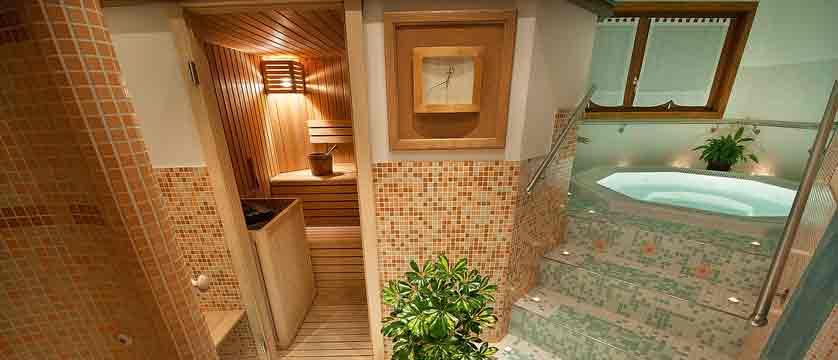 italy_livigno_hotel-st-michael_whirlpool-wellness-area.jpg